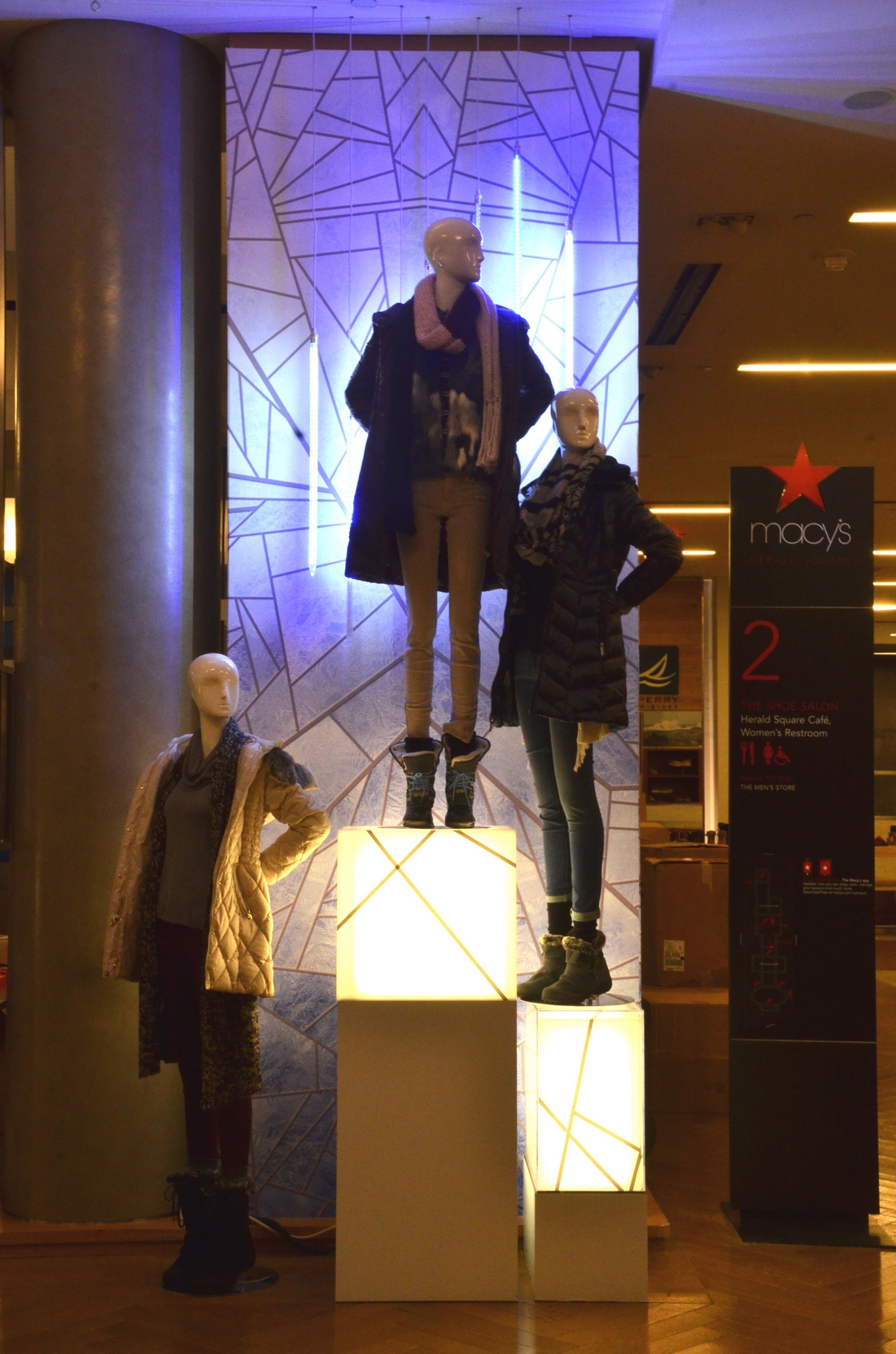 LIGHTBOX MANNEQUIN STANDS FOR MACYS HSQ NYC