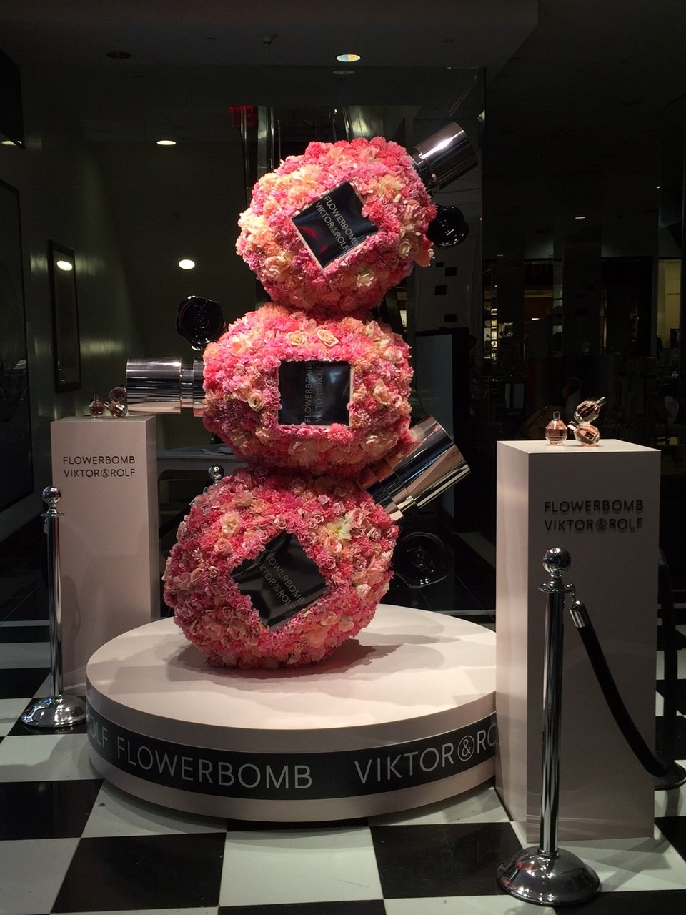 VICTOR & ROLF FLOWERBOMB FIXTURE DISPLAY FOR BLOOMINGDALES NYC